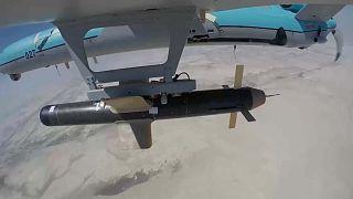 طائرة إيرانية  مسسرة تحمل صاروخاً - تدريبات عسكرية