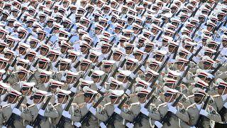 رژه نیروهای مسلح ایران در سالگرد آغاز جنگ ۸ ساله با عراق