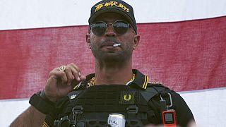 """""""Proud Boys""""-Boss Henry """"Enrique"""" Tarrio trägt eine Kappe mit der Aufschrift """"The War Boys"""" während einer Kundgebung in Portland, Oregon,26.09.2020"""