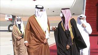 السعودية نيوز |      شاهد: استقبال سعودي حار لأمير قطر من طرف ولي العهد السعودي قبل انعقاد قمة مجلس التعاون الخليجي