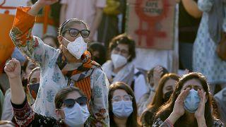 نساء يتظاهرن في العاصمة الباكستانية إسلام أباد ضد حوادث الاغتصاب. 2020/09/12