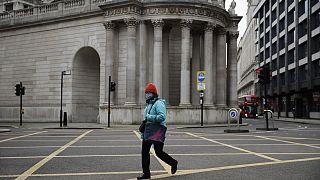 Kritizálják Boris Johnsont a brit karantén miatt