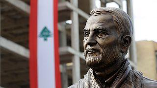تمثال القائد العسكري الإيراني قاسم سليماني في ضاحية الغبيري ببيروت