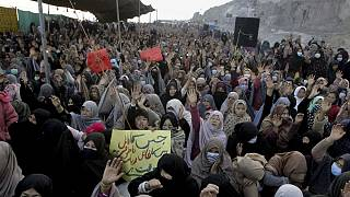 اعتراض اقلیت شیعه هزاره  به کشته شدن کارگران معدن ذغال سنگ توسط افراد مسلح