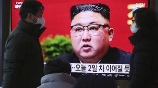 Surcoreanos siguen en televisión la intervención de Kim Jong-un en el Congreso del Partido
