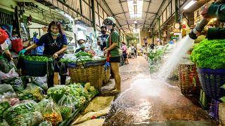 عملية تطهير كبيرة في سوق للزهور- بانكوك