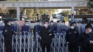 Boğaziçi Üniversitesi önünde güvenlik güçleri