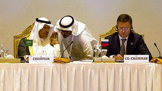 الکساندر نواک، وزیر انرژی روسیه و عبدالعزیز بنسلمان، وزیر انرژی عربستان سعودی در نشست سال ۲۰۱۹ اوپک پلاس