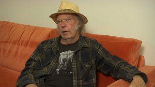 Neil Young vende il suo archivio musicale