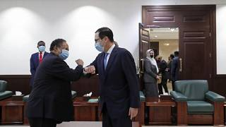 ABD Hazine Bakanı Steven Mnuchin (sağda) Sudan Başbakanı Abdullah Hamduk ile görüştü