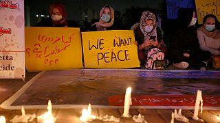 Pakistan'daki Şii topluluklar ülkenin farklı yerlerinde oturma eylemi düzenledi