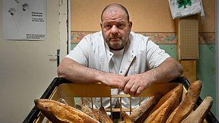مالک نانوایی در بزانسون که اعتصاب غذا کرده است.