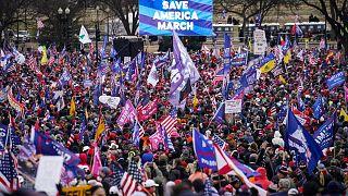 شاهد: مؤيدو ترامب يجتمعون خارج البيت الأبيض والحزب الديمقراطي يفوز في مجلس الشيوخ الأمريكي