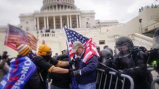 Trump destekçileri ile polis çatıştı