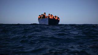 Migranti in fuga dalla Libia in una foto d'archivio AP del 2 gennaio 2021