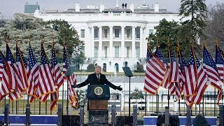 ABD Başkanı Donald Trump Beyaz Saray önünde