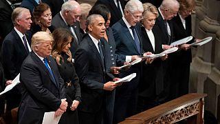 DonaldTrump, Barack Obama, y Bill Clinton durante el funeral en Washington de George H.W.Bush