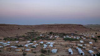 Sudan'ın Tigray bölgesinde yaşanan şiddet olaylarından sonra binlerce kişi Sudan sınırına kurulan mülteci kamplarına sığındı