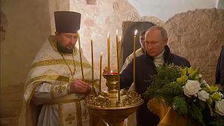شاهد: الرئيس الروسي يحضر قداس عيد الميلاد الأورثودكسي في كنيسة خارج موسكو