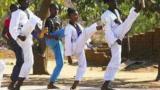 Kicken gegen Zwangsheirat: Taekwondo macht Mädchen in Simbabwe Mut