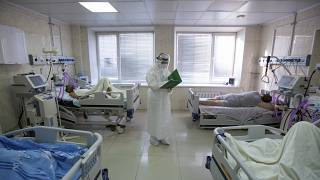 Палата с COVID-пациентами в больнице Владивостока