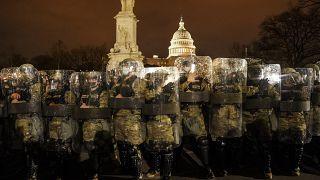 Кордон Национальной гвардии у здания Конгресса в Вашингтоне 6 января 2021