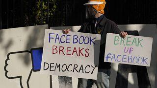 Demonstrant vor Mark Zuckerberg Haus in San Francisco (21.112020)