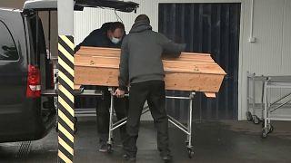 У крематория Остравы (Чехия)