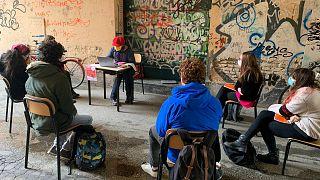 Lezioni all'aperto in un liceo di Faenza