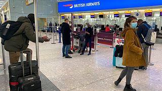 مسافران بریتانیایی در فرودگاه