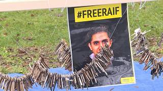 السعودية نيوز |      شاهد: من أمام سفارة السعودية في بروكسل..عشرات النشطاء يطالبون بالإفراج عن المدون رائف بدوي