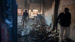 Pakistan'da geçtiğimiz hafta yakılıp yıkılan Hindu tapınağından bir kare.