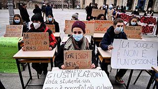 Protesto de alunos do secundário em Turim, Itália