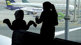 Covid-19 vaka sayısı düşen Suudi Arabistan uluslararası uçuş yasağını kaldırıyor