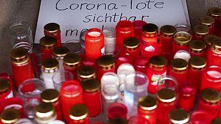 Erinnern an die Corona-Toten in Berlin am Arnswalder Platz (Prenzlauer Berg)