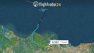 Endonezya'da yolcu uçağı ile irtibat kesildi