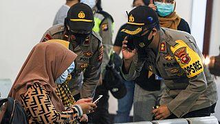 Δραματικές ώρες για τους συγγενείς των επιβαινόντων στο Boeing της Sriwijaya Air