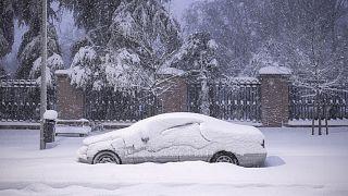 Neve isola hospitais em Espanha