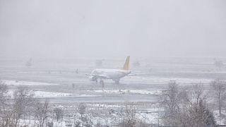 Un avión con pasajeros en el aeropuerto de Madrid