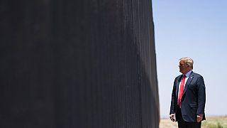 Donald Trump a határfalnál