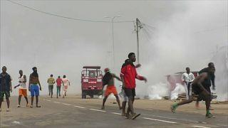 L'évacuation de l'aéroport de Douala divise