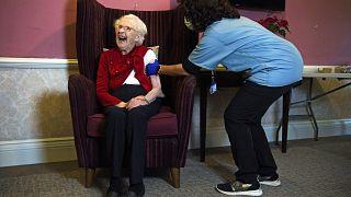 المملكة المتحدة: تطعيم كبار السن