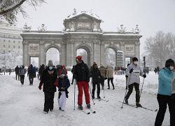 La Puerta de Alcalá durante el temporal Filomena en el centro de Madrid, España, el 9 de enero de 2021.