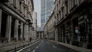 Las autoridades luchan por detener el aumento de los contagios de COVID-19 que amenaza con saturar los hospitales de todo Reino Unido. (Londres, el 5 de enero de 2021).