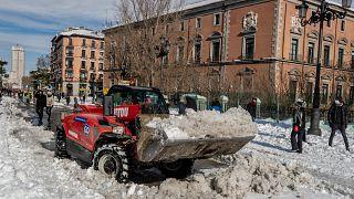 Una gran parte del centro de la Península española, incluyendo la capital, está despejando lentamente la nieve después de la peor borrasca de la historia reciente del país.