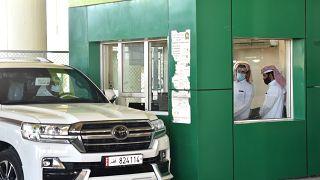 السعودية نيوز |      قطريون يعبرون باتجاه السعودية بعد إعادة فتح المنفذ الحدودي