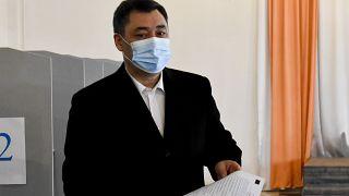 Kırgızistan'da seçim komisyonu Sadır Caparov'un oyların yüzde 80'ini alarak cumhurbaşkanı seçildiğini açıkladı