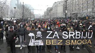 Wintersmog liegt derzeit wie eine Glocke über Belgrad. Die Demonstrierenden machten trotzdem ihrem Ärger Luft