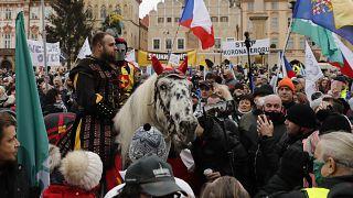 Coronaleugner in der Prager Altstadt