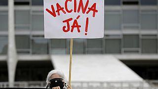 Brasil continua sem calendário para as vacinas